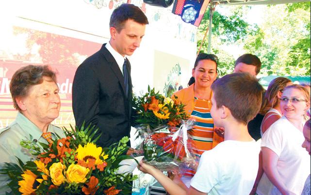 Wręczenie kwiatów